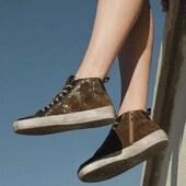 Quelques éclairs de glitter sur la peau kaki, ça donne du peps ⚡️⚡️⚡️ (Reqins Brienne kaki) #sneakersaddict #womenshoes #modeaddict #onadore Reqins www.balka.fr