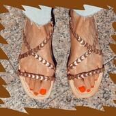 Joli nu pied épuré qui existe aussi en noir et or, ce modèle Daly de Reqins vous attend encore 🌞💛🧡❤️ #summer21 #womenshoes #sandales #Fashion Reqins www.balka.fr