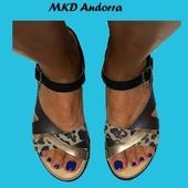 Très joli mix de matières et couleurs pour cette sandale signée MKD de Minka Design 😍❤😍❤ #summer21 #fashion #womenshoes #sandales @mkd_shoes  www.balka.fr