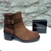 Un joli classique revu et féminisé par Carmela 😍😍😍 Les petits clous ...  Click&Collect à Balka Castres @carmela_shoes #chaussuresfemmes #shoes #shoesaddict #boots